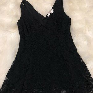 BOSTON PROPER women's black lace v neck top- XS
